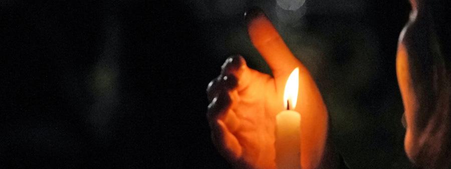 Sei ein Licht in dieser dunkelsten Zeit!